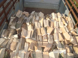 Brandhout gestapeld